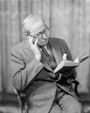 Léon_Blum_reading